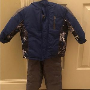 Boys Snow Suit Like New Size 24 months